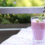 Erdbeershake mit Buttermilch und Kokos