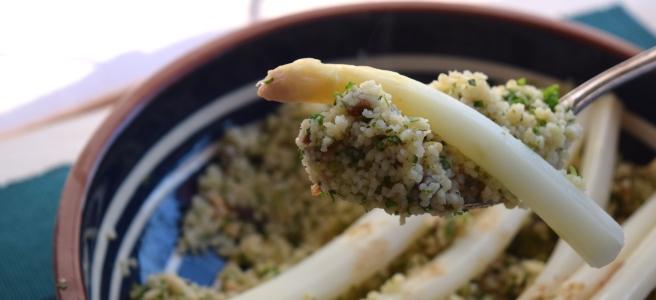 Spargel orientalisch mit Koriander-Couscous und Gewürzbutter