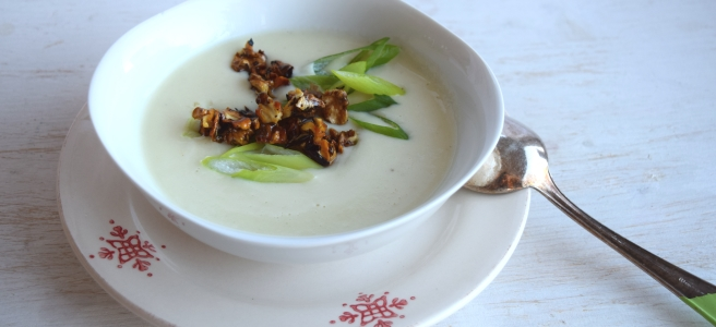 Topinambursuppe mit Walnuss-Crunch