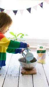 Couscous mit Wasser aufgießen und quellen lassen