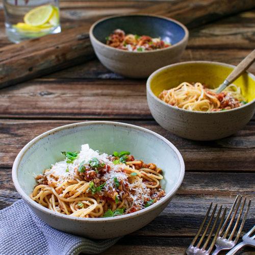 Gemüse Bolognese mit Dinkel. Vegetarische Bolognese. Spaghetti Bolognese vegetarisch. Familien-Essen.de