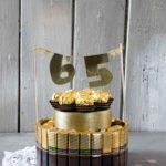 Süßigkeiten Torte zum Geburtstag. Süßigkeiten Torte ohne Backen. Torte verschicken. Kuchen verschicken. Süßigkeiten-Torte Anleitung.